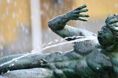 Statua gettante dell'acqua Fotografia Stock Libera da Diritti