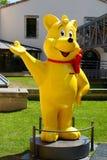 Statua gialla dell'orso di Haribo Fotografia Stock
