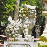 Statua giapponese del leone del guardiano Fotografie Stock