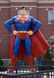 Statua gigante del superman fotografia stock