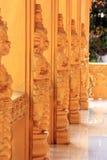Statua gigante in un tempio Fotografia Stock Libera da Diritti