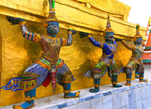 Statua gigante in Wat Phra Kaew Fotografie Stock Libere da Diritti