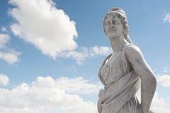 Statua greca sopra il cielo Immagini Stock Libere da Diritti