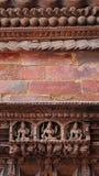 Statua Hinduscy bóg rzeźbił na drewnianym drzwi obrazy royalty free