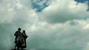 Statua i chmury w Frankfurt zbiory wideo