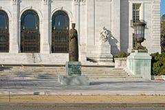 Statua Isabella Ja katolik przed siedzeniem organizacja państw amerykańskich w Waszyngtoński d C zdjęcia stock
