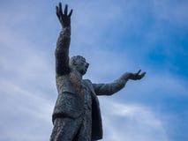 Statua Jim Larkin na O «Connell ulicie, Dublin, Irlandia przeciw niebieskiemu niebu zdjęcia royalty free