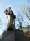 Statua kamienny mężczyzna przy obozowym Amersfoort w holandiach Fotografia Royalty Free