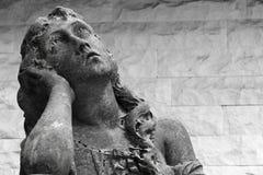 Statua kobieta z stroskania wyrażeniem zdjęcie stock