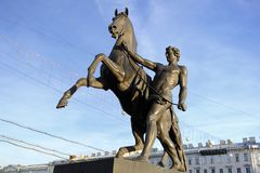 Statua konkieta koń na Anichkov moscie w StPetersburg, Rosja obraz royalty free