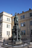Statua królewiątka Charles IV Karolo kwarto blisko Charles mosta w Praga Obraz Royalty Free