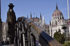 Statua mężczyzna z kapeluszem w Budapest Obrazy Royalty Free