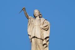 Statua męski opiekun z kindżałem w jego ręki Zdjęcia Royalty Free