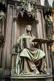 Statua messa nella base della statua bronzea di re ceco Charles Iv In Prague, repubblica Ceca fotografia stock libera da diritti