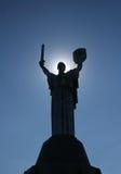 """Statua monumentale del """"madre MotherlandÂ"""" con l'alone solare a Immagine Stock Libera da Diritti"""