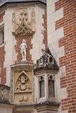Statua na fasadzie Clos Lucè Obraz Stock