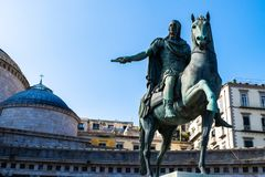 Statua na koniu Charles III Hiszpania, Naples, Włochy obraz royalty free