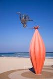 Statua na plaży Fotografia Royalty Free