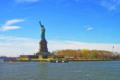 Statua na swobody wyspie w wierzch zatoce Obrazy Royalty Free