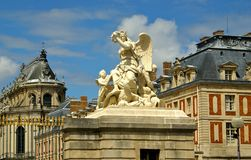 Statua na zewnątrz Versailles Górskiej chaty Obrazy Stock