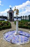 Statua nei giardini vicino al parco del mulino a vento di Zaanse Schans a Zaandam, Olanda, Paesi Bassi immagine stock