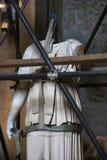 Statua nell'ambito di ripristino, Roma, Italia. Fotografia Stock
