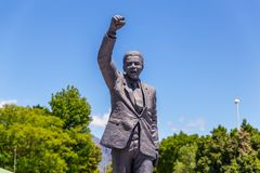 Statua Nelson Mandela blisko Drakenstein więzienia zdjęcie stock