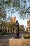 Statua Nelson Mandela w parlamentu kwadrata ogródzie w Westminister, Londyn obrazy royalty free