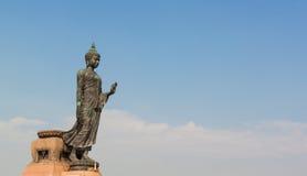 Statua nera di Buddha in tempio tailandese Fotografia Stock
