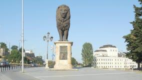 Statua occidentale del leone di Skopje video d archivio