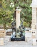 Statua opisuje akcje St Peter w podwórzu kościół Świątobliwy Peter w Gallicantu w Jerozolima, Izrael zdjęcia royalty free