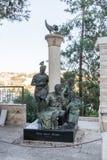 Statua opisuje akcje St Peter w podwórzu kościół Świątobliwy Peter w Gallicantu w Jerozolima, Izrael fotografia royalty free