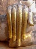 Statua palce Buddha przy Tajlandzką świątynią Zdjęcie Royalty Free
