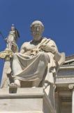 Statua Platone all'accademia di Atene, Grecia fotografia stock libera da diritti