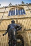 Statua przy uniwersytet oksford zdjęcia stock