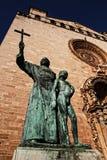 Statua przy wejściem hiszpański kościół Zdjęcie Stock