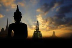 Statua pubblica di Buddha della siluetta fotografie stock libere da diritti