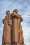 Statua rossa delle fuciliere di Riga immagini stock libere da diritti