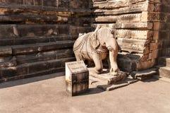 Statua słoń przy wejściem Vishvanath świątynia w Khajuraho Fotografia Royalty Free