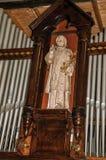 Statua sakralny wizerunek w niszie wśród organowych stalowych drymb przy Jheronimus Bosch sztuki centrum w s-Hertogenbosch Obraz Stock