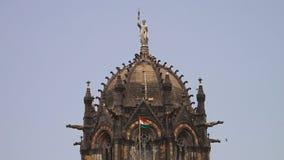 Statua siedzi na górze starego Indiańskiego świątynnego dopatrywania nad ziemią zdjęcie wideo