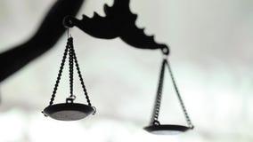 Statua sprawiedliwość z ciężaru makro- wideo glidetrack zdjęcie wideo