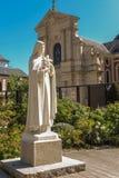 Statua St Therese dziecko Jezus na kwadracie w przodzie Obrazy Stock