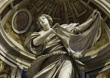 Statua St Veronica & przesłona przy St Peter ` s bazyliką fotografia royalty free