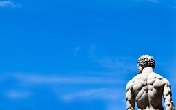 Statua su cielo blu Fotografia Stock