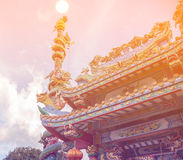 Statua sul tetto del santuario, statua di Dargon del drago sul tetto del tempio della porcellana come arte asiatica Immagine Stock