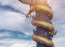 Statua sul tetto del santuario, statua di Dargon del drago sul tetto del tempio della porcellana come arte asiatica Immagini Stock
