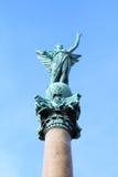 Statua sulla colonna di marmo Immagine Stock
