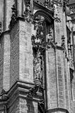 Statua sulla parete alta Immagini Stock