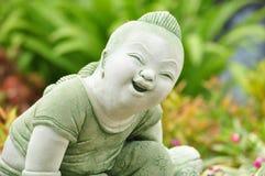 Statua tailandese del bambino di sorriso Fotografia Stock